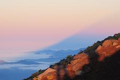 薄雲に映る影富士
