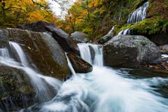 吐竜の滝 秋景