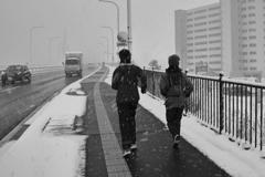 雪の日のジョガー