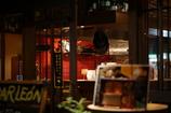 赤い壁の厨房