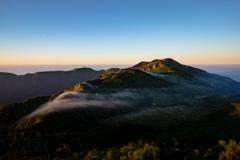 朝日を浴びる別山