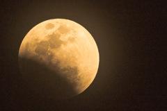 皆既月食の始まり