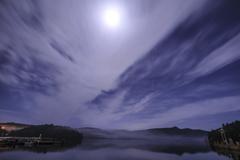 月下の芦ノ湖