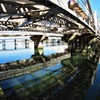 放射 ブルー グリーン ホワイト 鉄橋