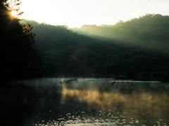 ダム湖の朝