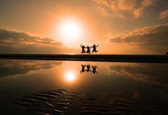 父母ヶ浜でジャンプ