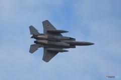 旋回するF-15J