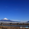 富士川を渡る新幹線700系