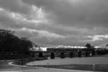 河川敷から見る電車