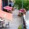 静かなカフェとレストラン