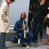 ストリートミュージシャンと近すぎる聴衆 NY