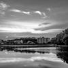 モノクロの湖畔