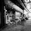 静かな商店街のパチンコ店
