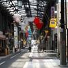 七夕祭り準備中の閑散な商店街