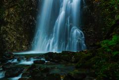 日没前の滝
