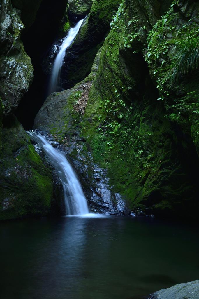 緑 風<ネジレの滝>