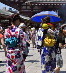 夏の浅草寺「誕生日詣で・・?」