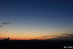 伊丹空港の夜明けⅠ