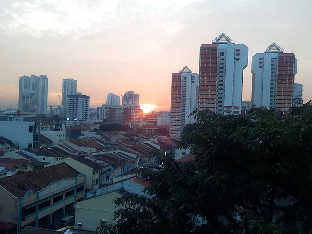 シンガポール、リトルインディアの朝焼け