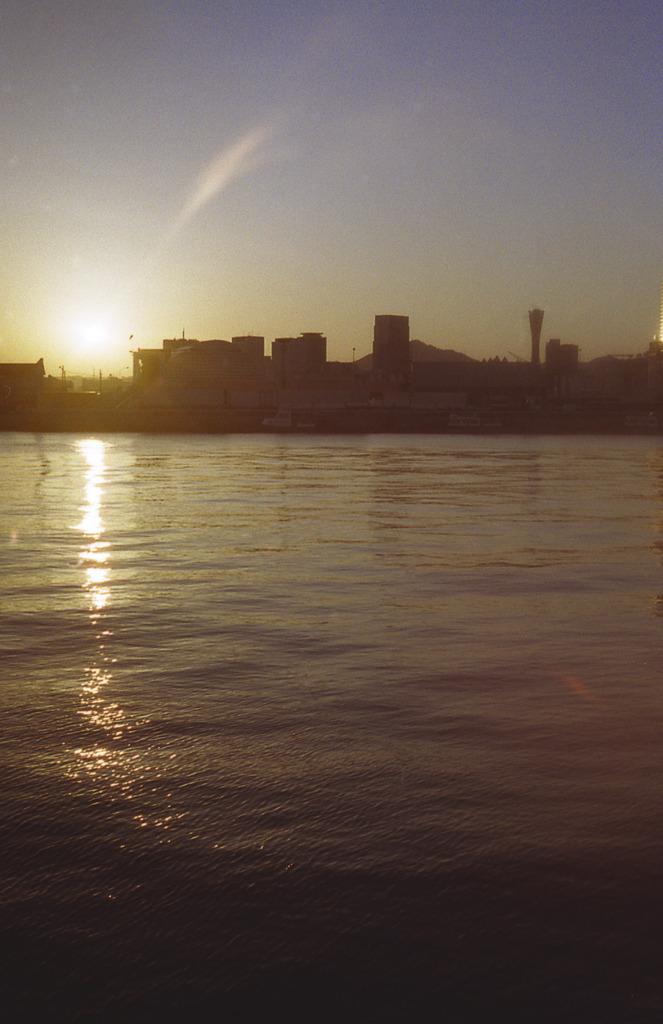 やわらかな海 神戸