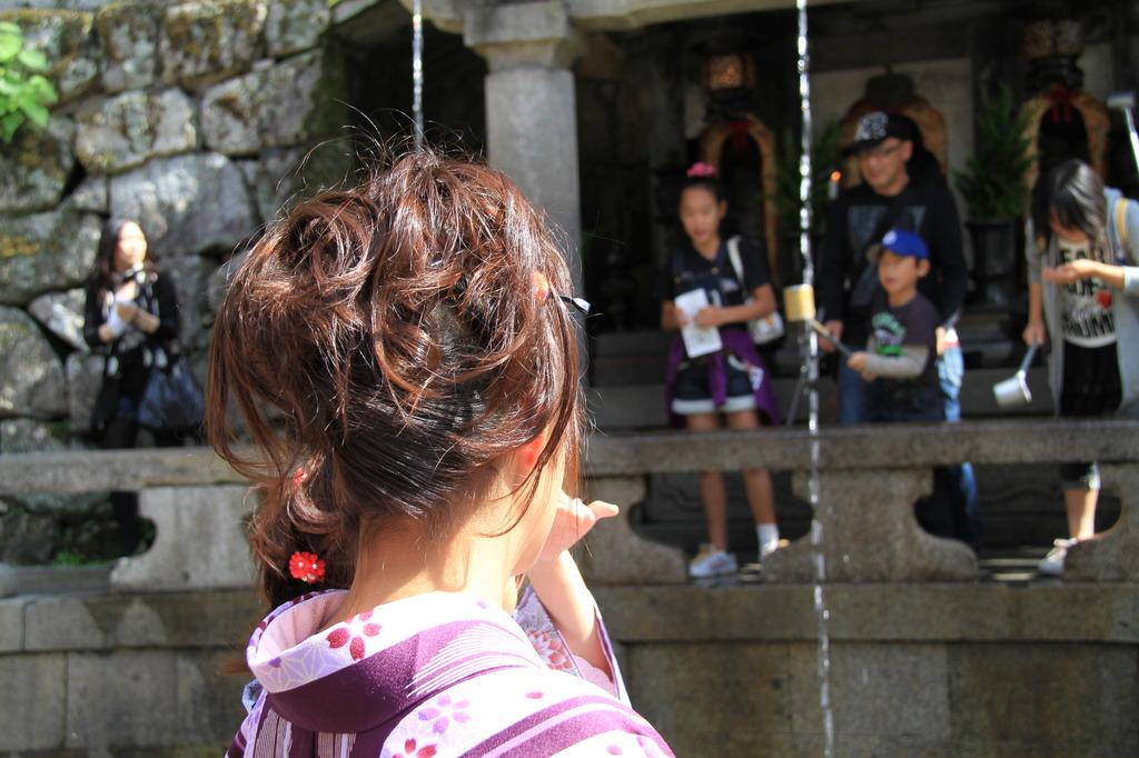 京都 清水寺音羽の滝で見かけた女性