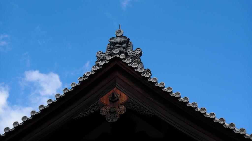 金閣寺境内の鬼瓦
