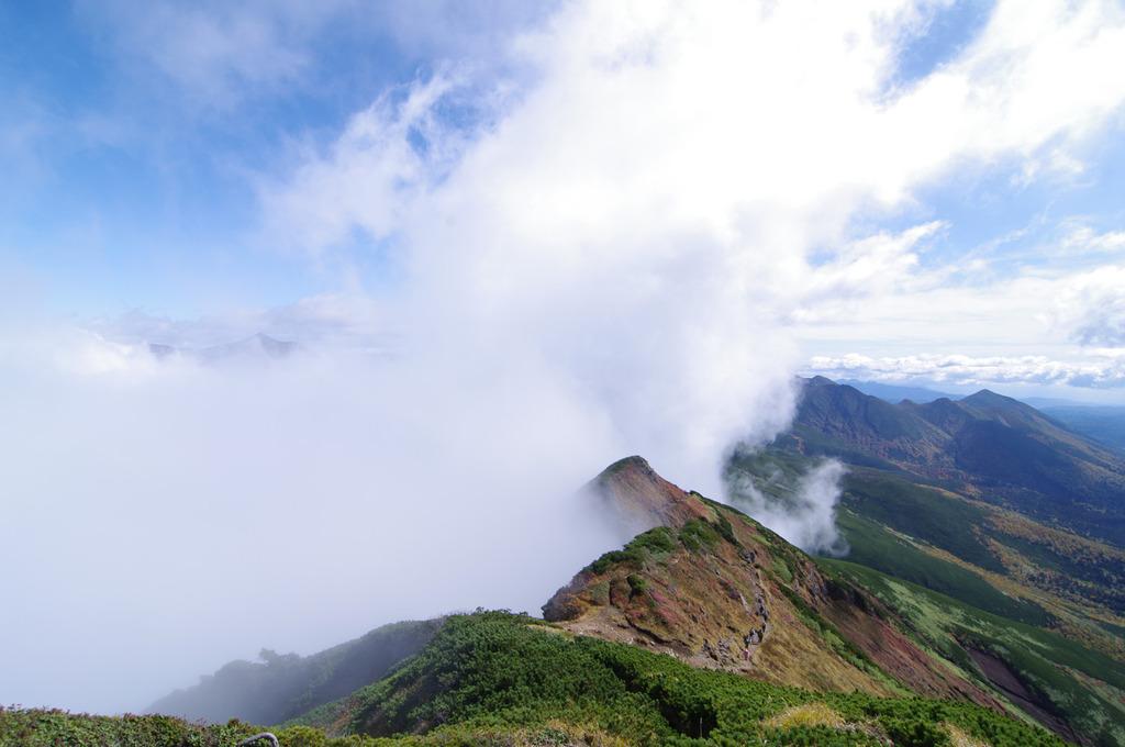 吹き上がる霧