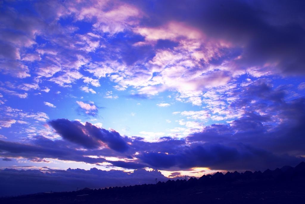 あの青空の向こうへ