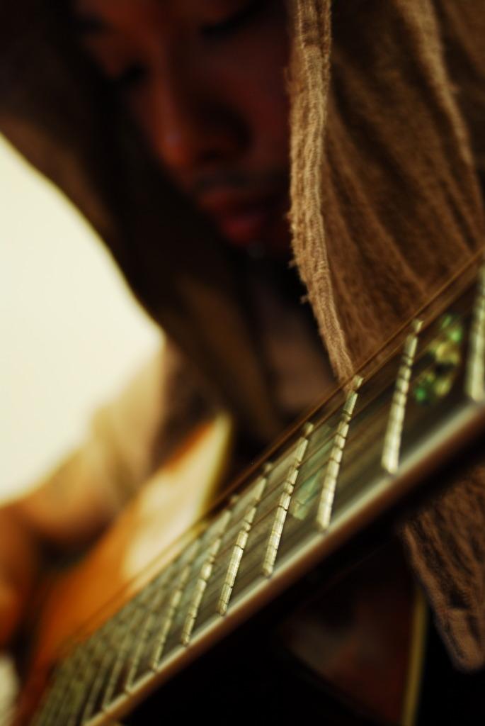 ギターと?