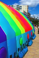 虹色テント2