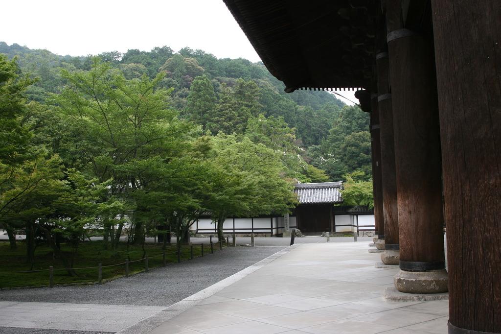 正因庵と南禅寺山門
