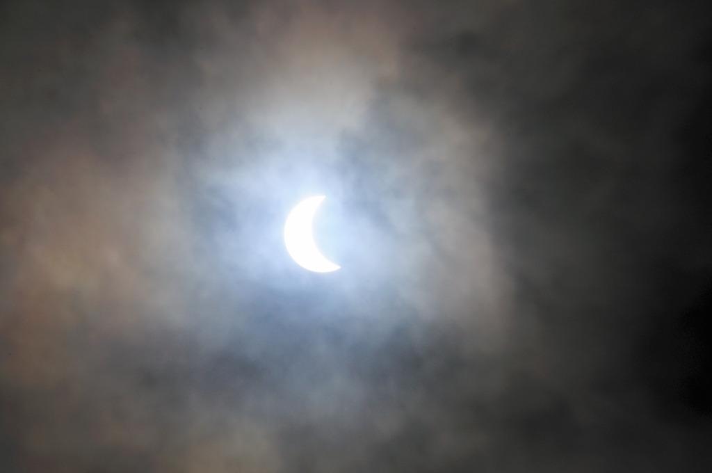 太陽vs月vs地球の雲