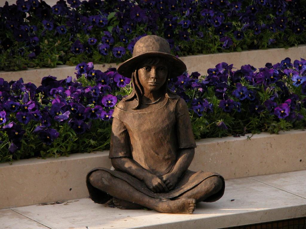 ティファニー庭園美術館の少女像