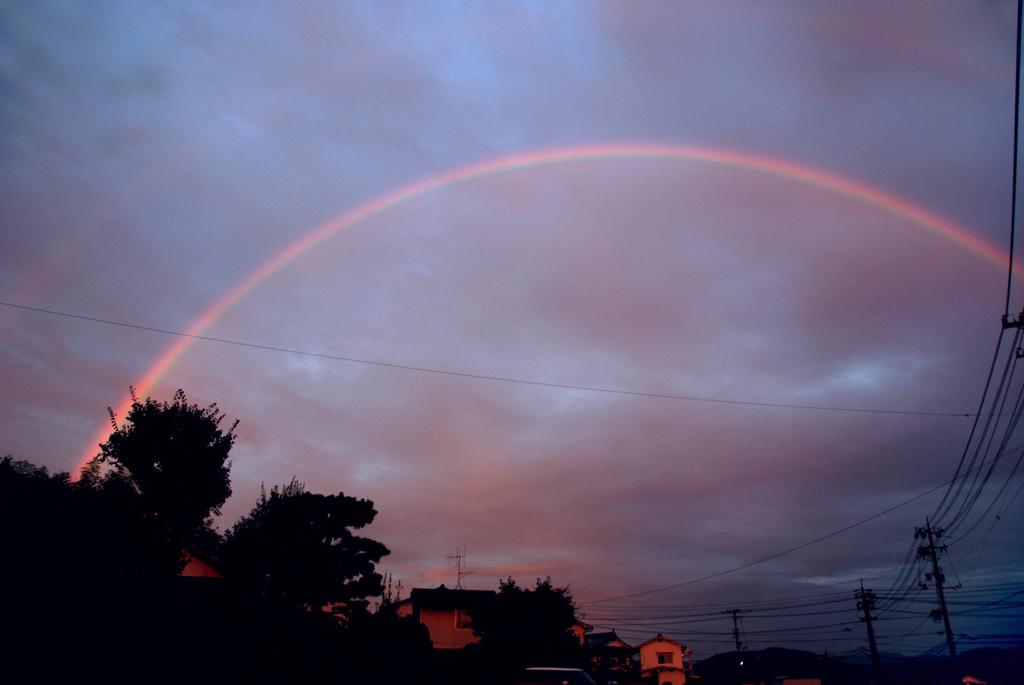 夕暮れの虹