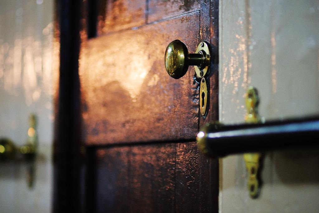 ドアという「壁」