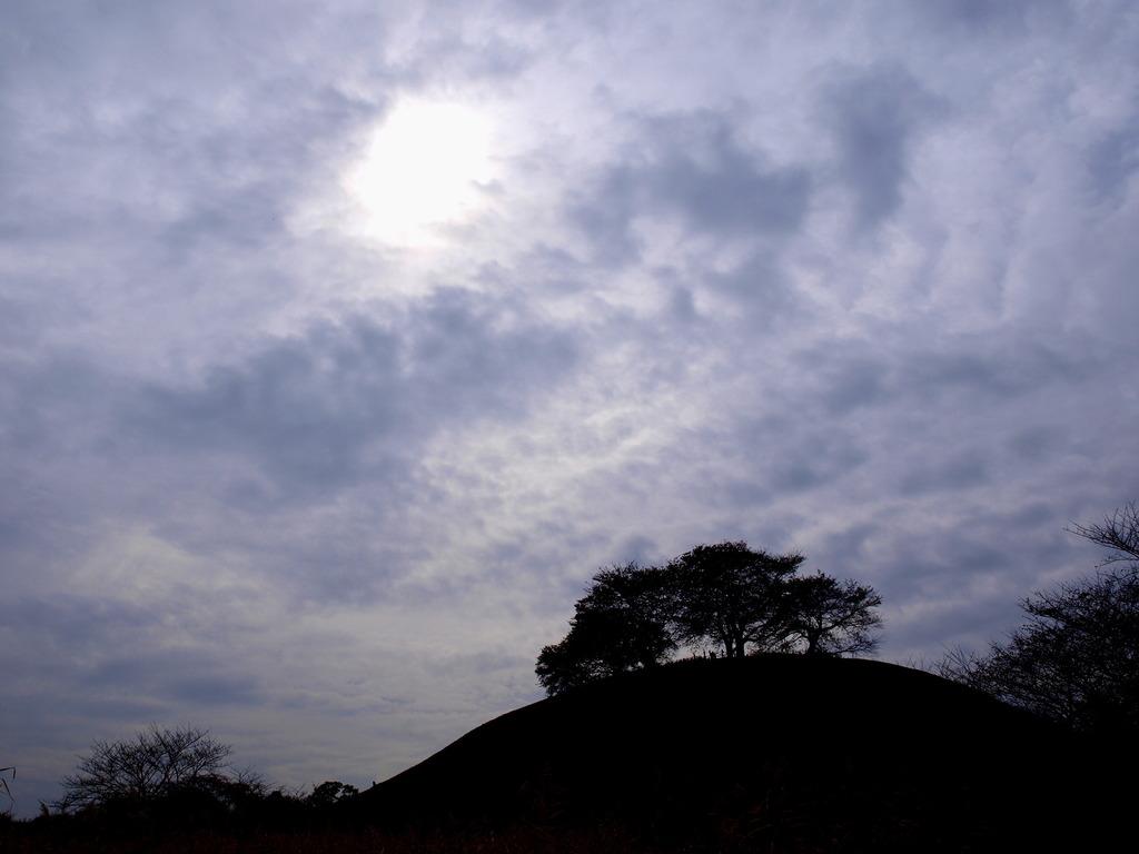雲の隙間に差し込む光