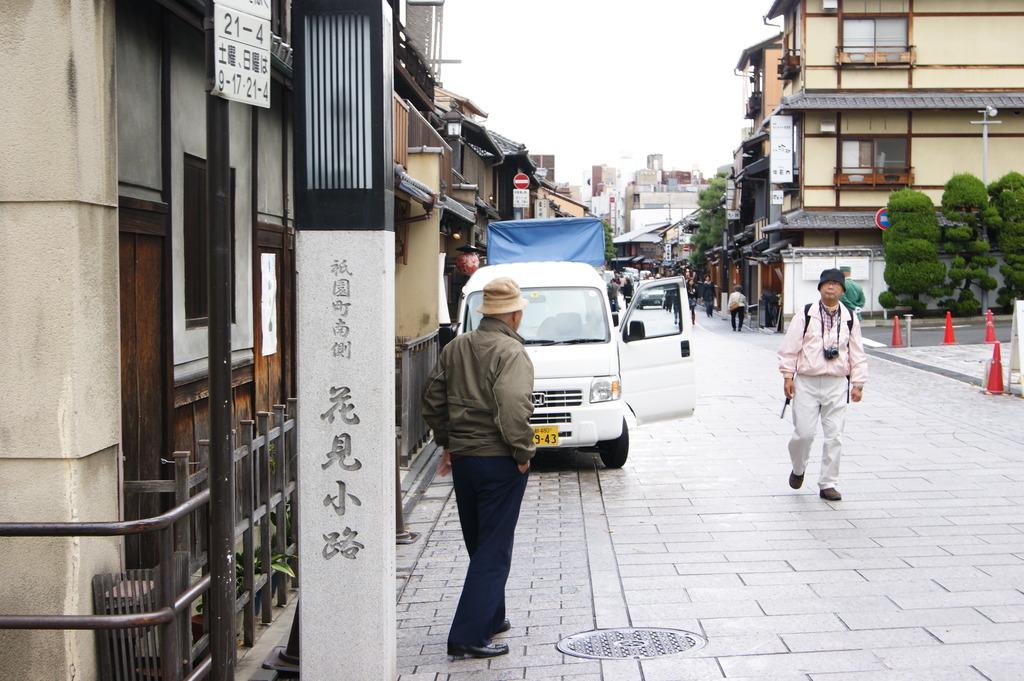 祇園 花見小路入り口