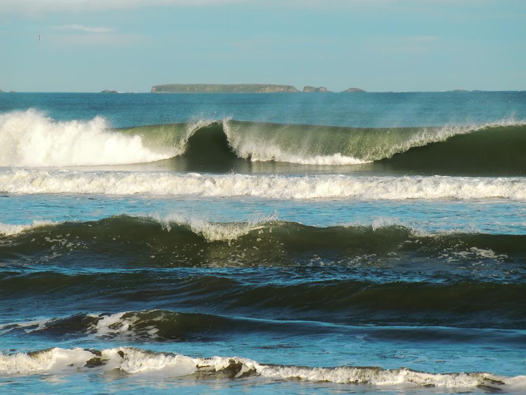 荒々しい波