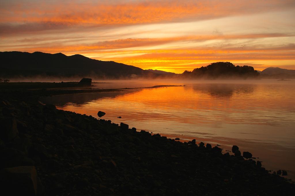 湖の夜明け③