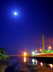 月夜の発電所