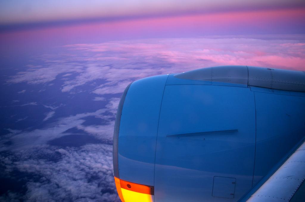 シベリア上空の夜明け