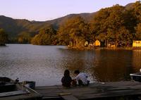 PENTAX PENTAX K100Dで撮影した風景(ザリガニ釣りの兄妹)の写真(画像)