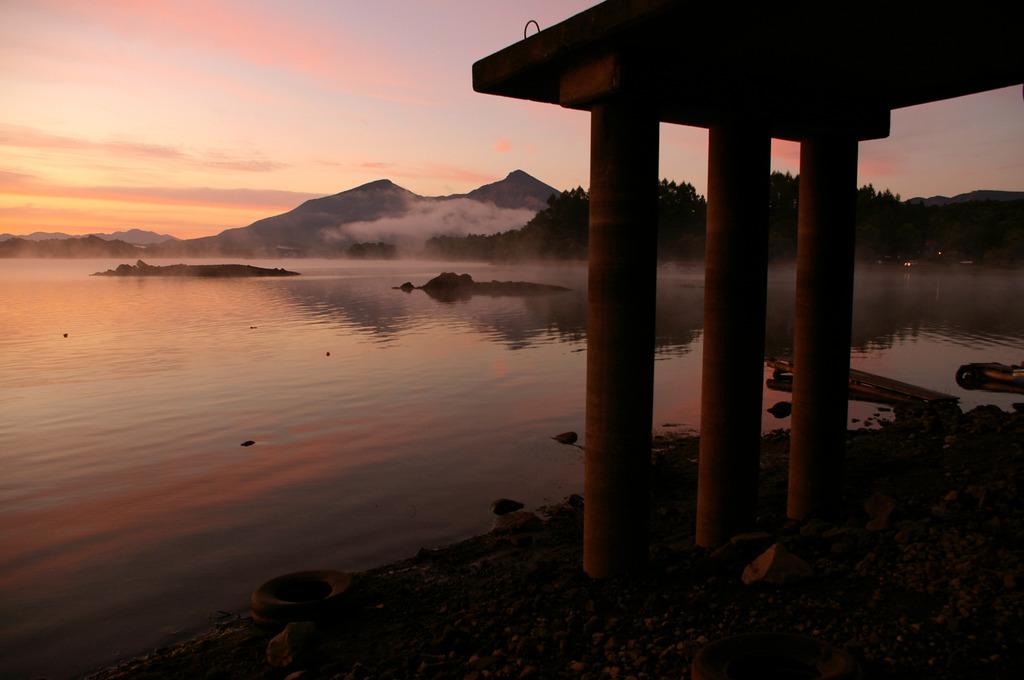 湖の夜明け②