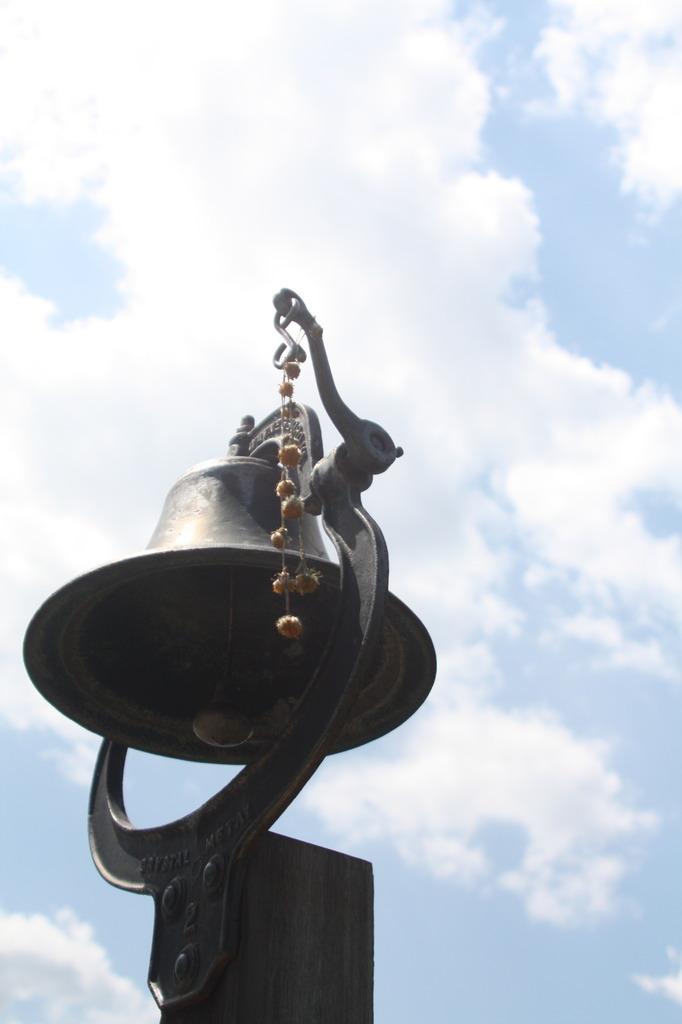 鐘の音は空へ