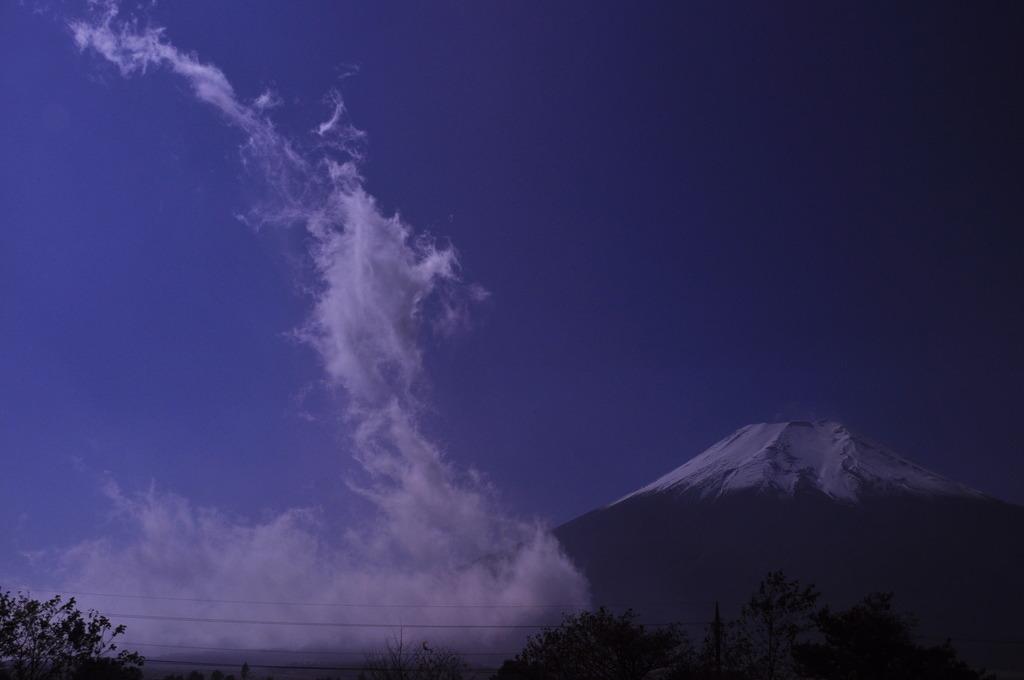 富士に鎮座する龍