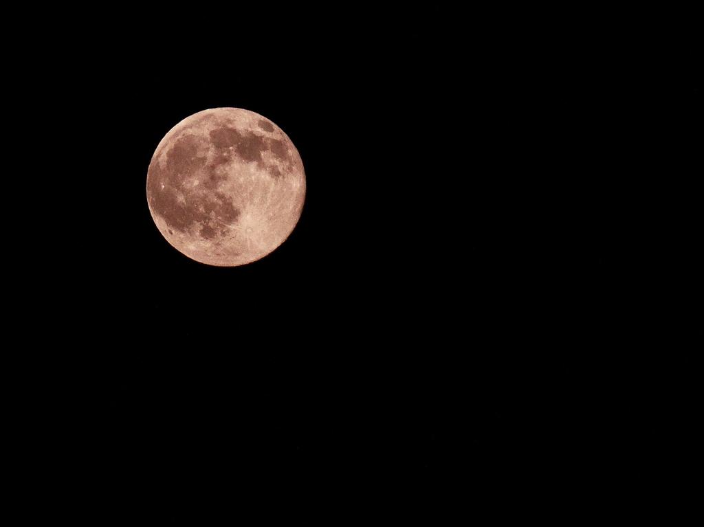 十五夜の赤い月