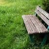 小さな公園の小さなベンチ・夏