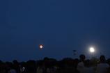 花火大会の夜の赤い月