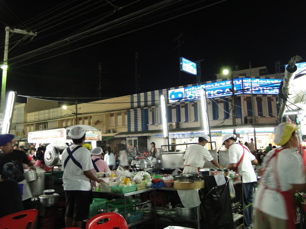 タイ人は運転と料理は早い