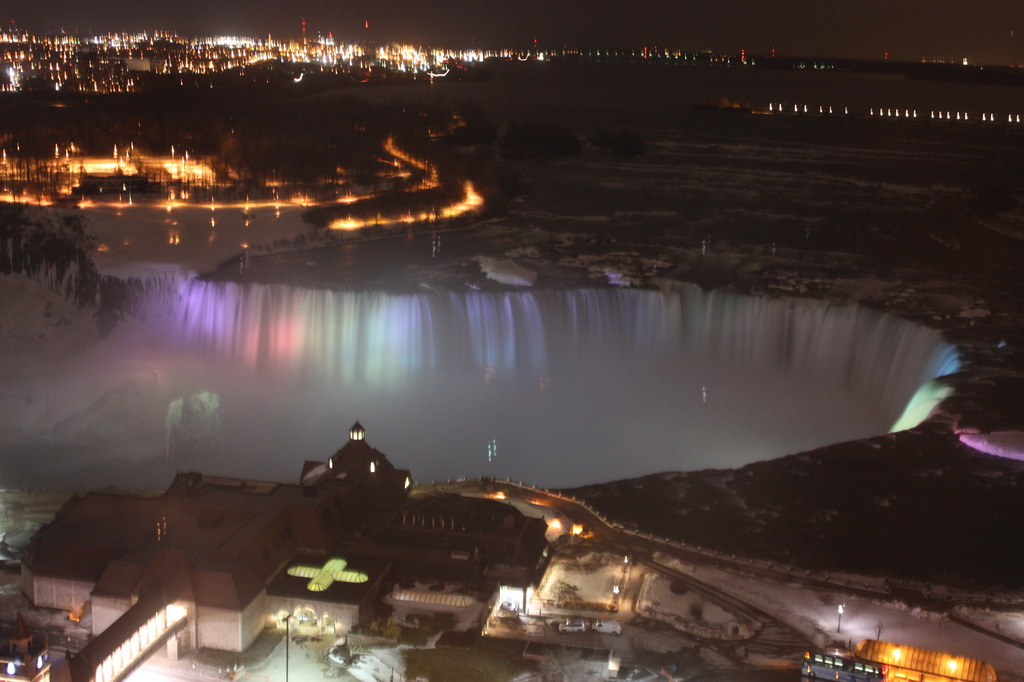 light up of niagara falls